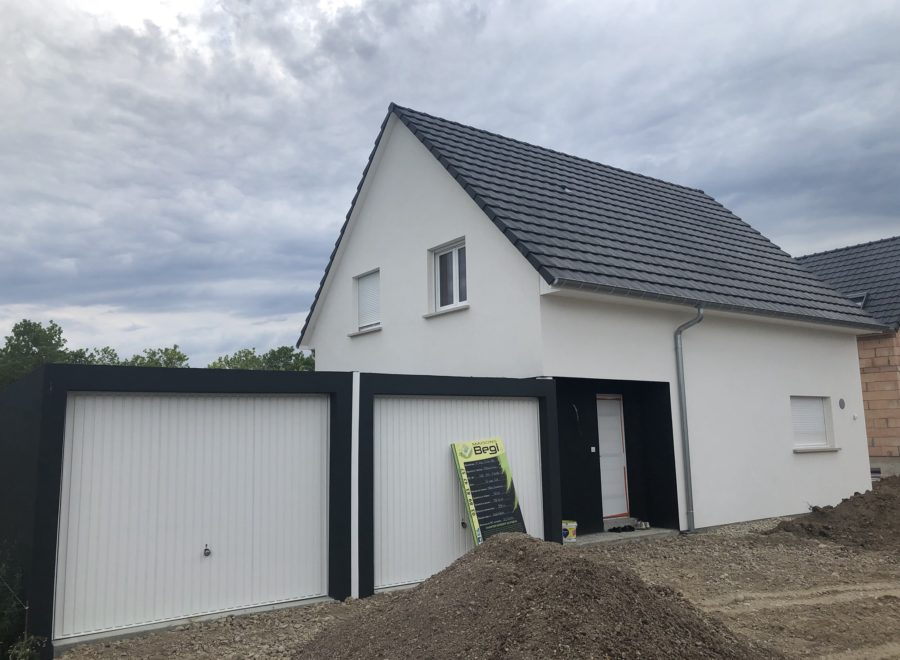 Maison 2 pans avec double garage préfabriqué