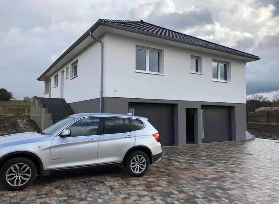 Maison 4 pans double garage