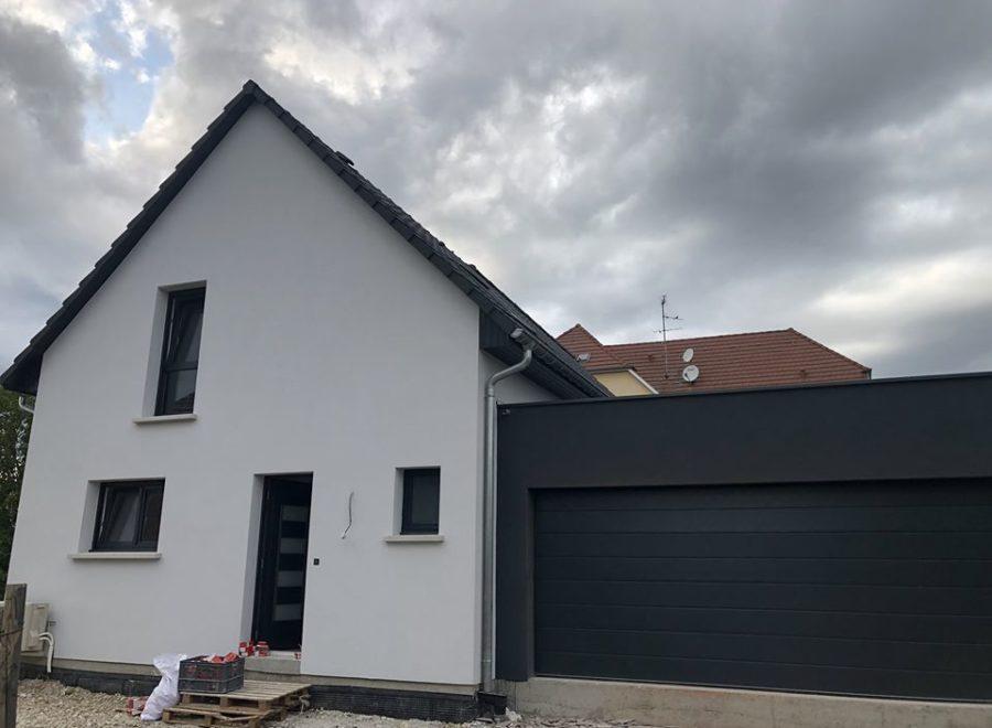 Maison deux pans garage accolé toit plat