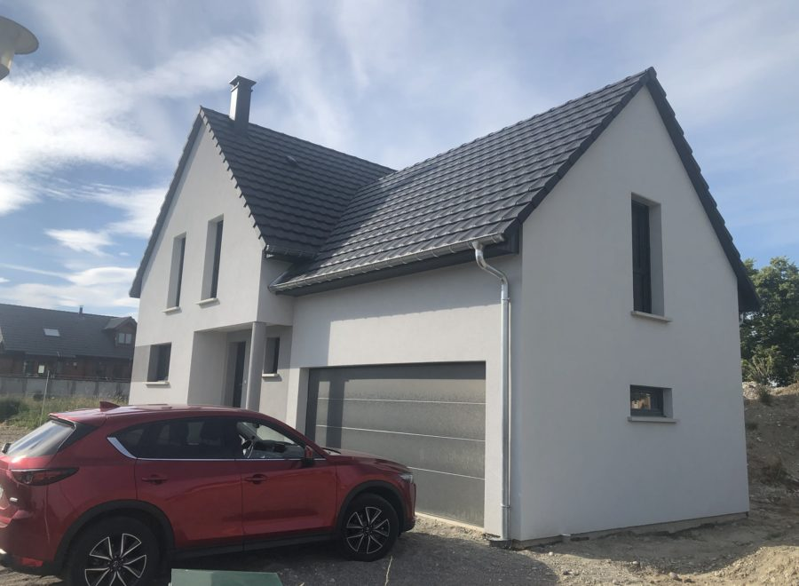 Maison garage accolé avec porte de garage anthracite