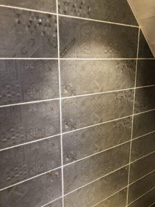 Carrelage salle de bain maison deux pans