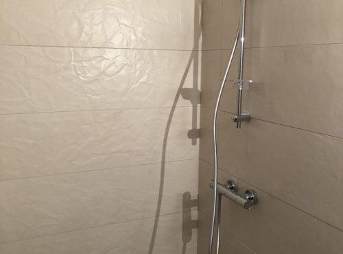 Construction BEGI carrelage effet froissé salle de bain