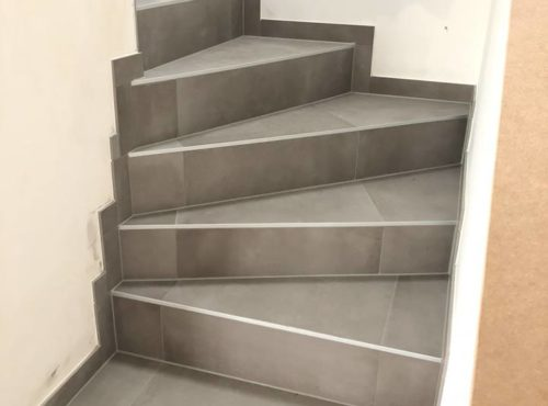 Construction BEGI carrelage escalier gris