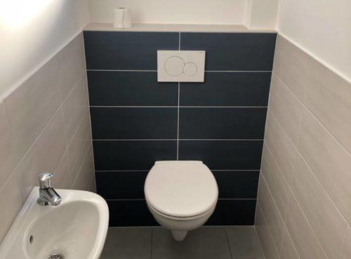Ambiance épurée pour ces toilettes