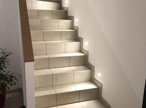 Escaliers carrelés avec éclairage led
