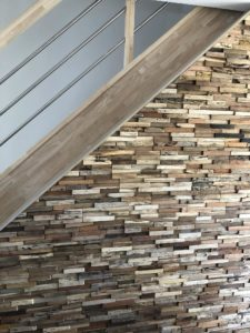 Mur en briques montée d'escalier