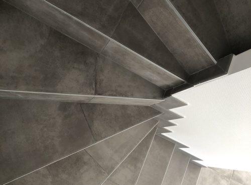 Escaliers en carrelage effet béton