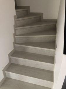 Maison deux pans Alsace bel escalier en parquet