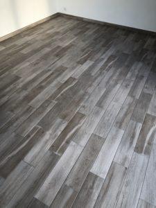 Beau parquet effet bois grisé maison ossature bois plain-pied Haut-Rhin