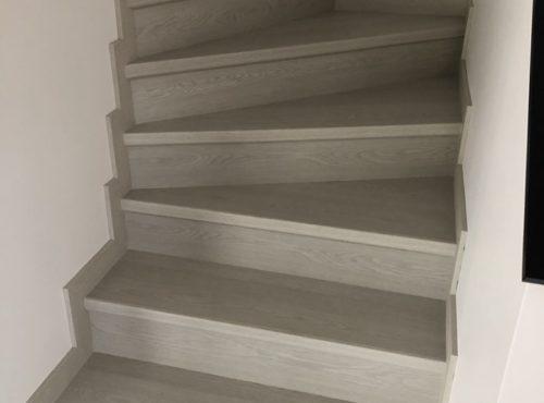 Bel escalier en parquet