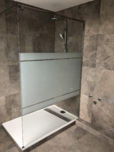 Magnifique salle de bain avec carrelage effet marbre
