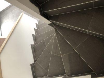 Maison garage accolé avec escalier en carrelage