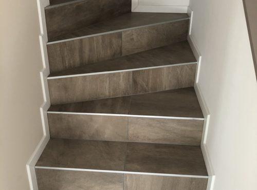 Escalier carrelage effet marbre maison garage accolé