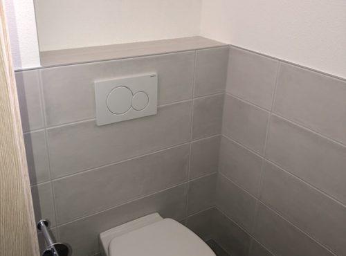 Toilettes suspendues maison à ossature bois