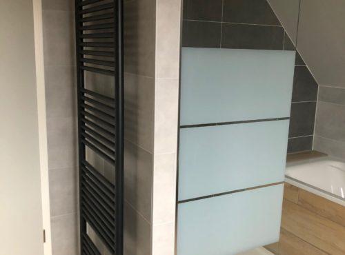 Douche avec bac extra plat et sèche serviette Staffelfelden