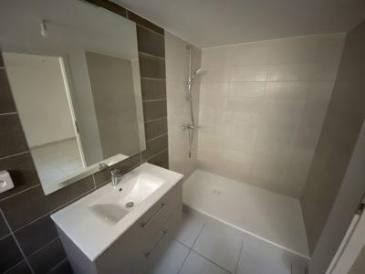 Salle de bain avec Bac à douche extra plat maison 4 pans